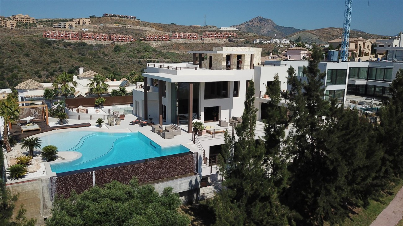 Luxury Contemporary Villa for sale Benahavis Spain (13) (Large)