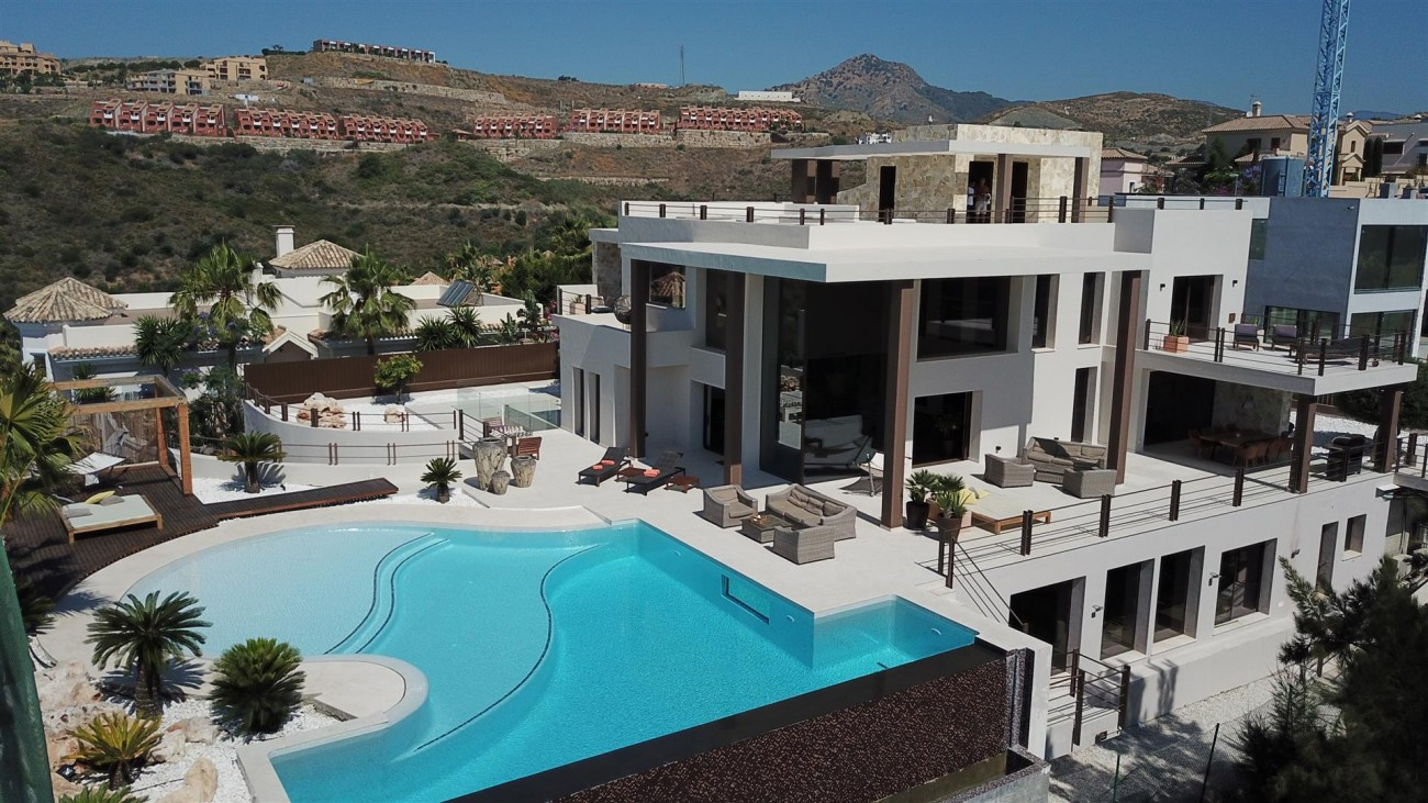 Luxury Contemporary Villa for sale Benahavis Spain (18) (Large)
