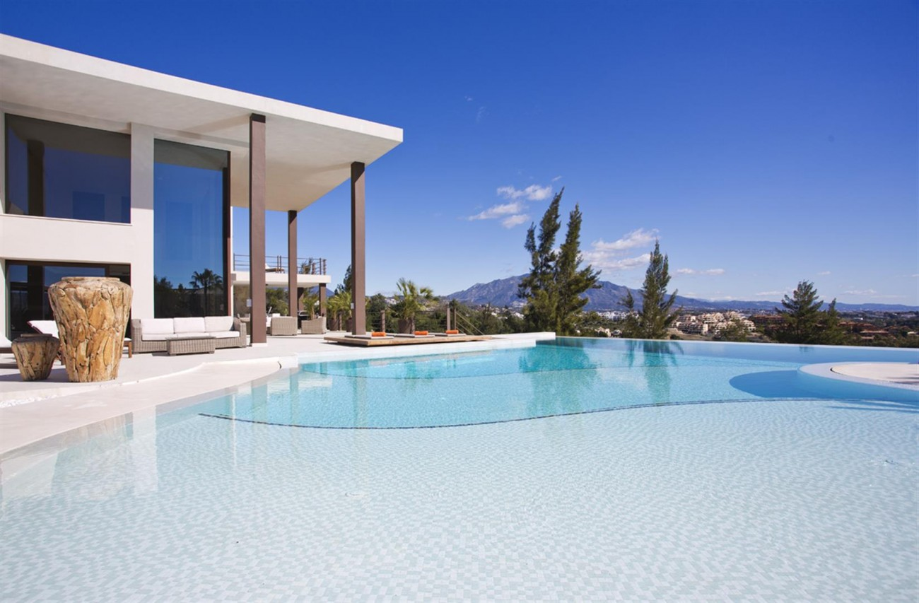 Luxury Contemporary Villa for sale Benahavis Spain (21) (Large)
