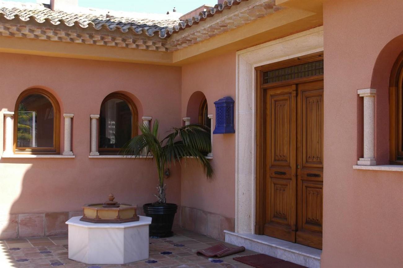 V5530 Villa Elviria 1 (Large)