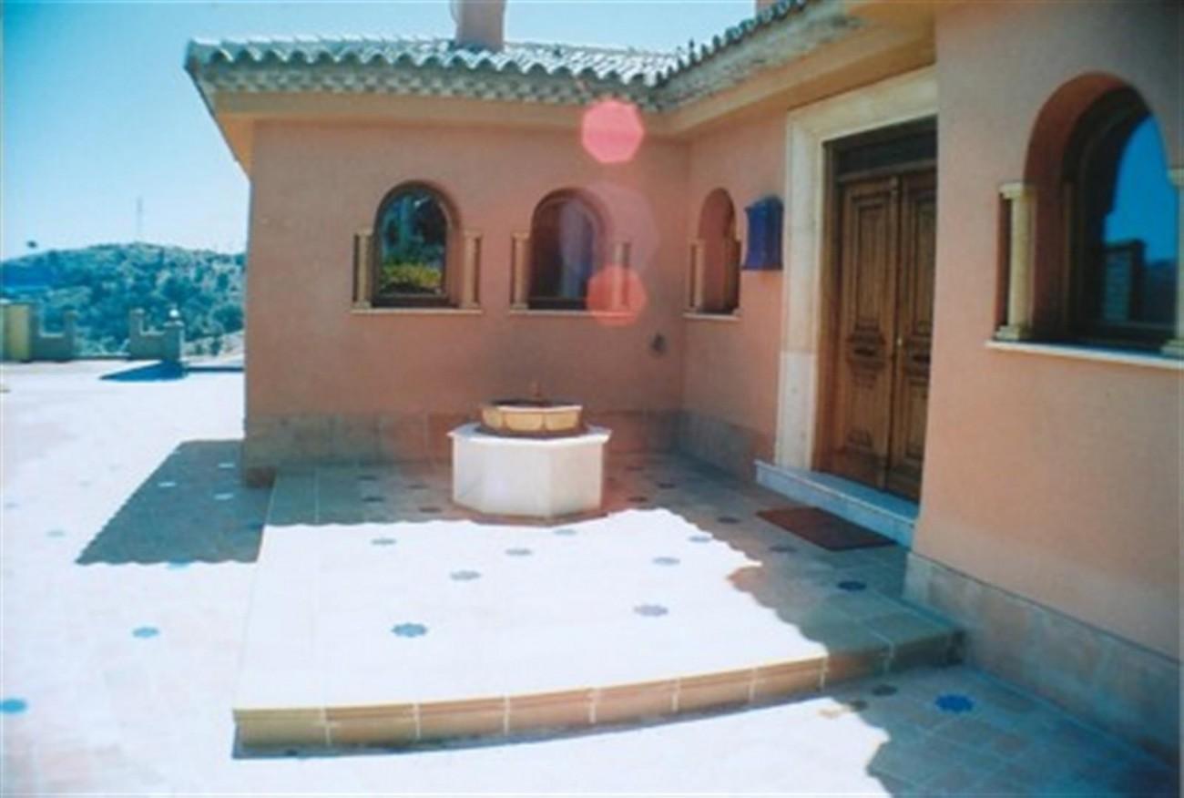 V5530 Villa Elviria 9 (Large)