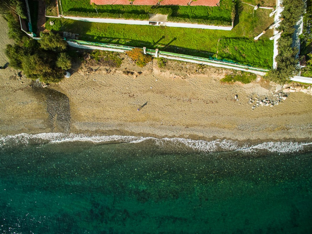 V5541 Frontline beach villa Estepona 11 (Large)