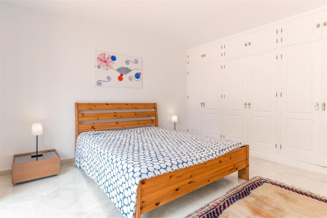 V5541 Frontline Beach Villa for sale Estepona (1) (Large)