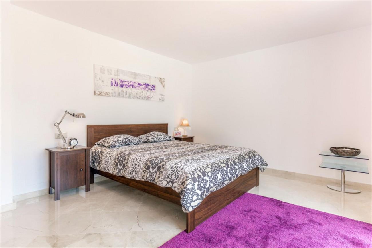 V5541 Frontline Beach Villa for sale Estepona (2) (Large)