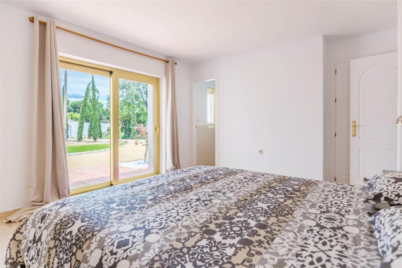V5541 Frontline Beach Villa for sale Estepona (3) (Large)