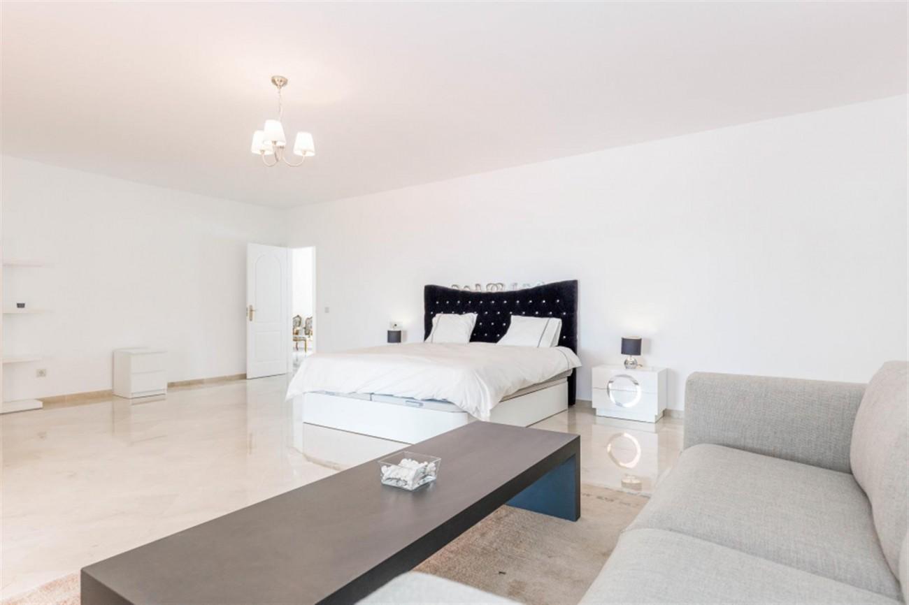 V5541 Frontline Beach Villa for sale Estepona (4) (Large)