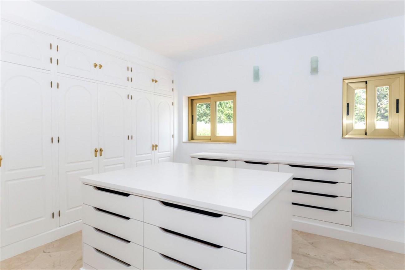 V5541 Frontline Beach Villa for sale Estepona (5) (Large)