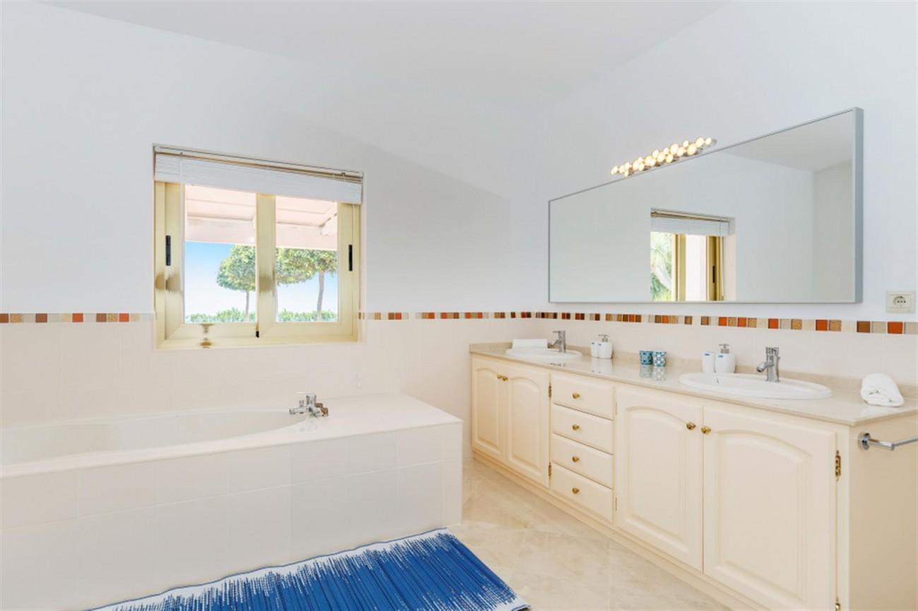 V5541 Frontline Beach Villa for sale Estepona (6) (Large)