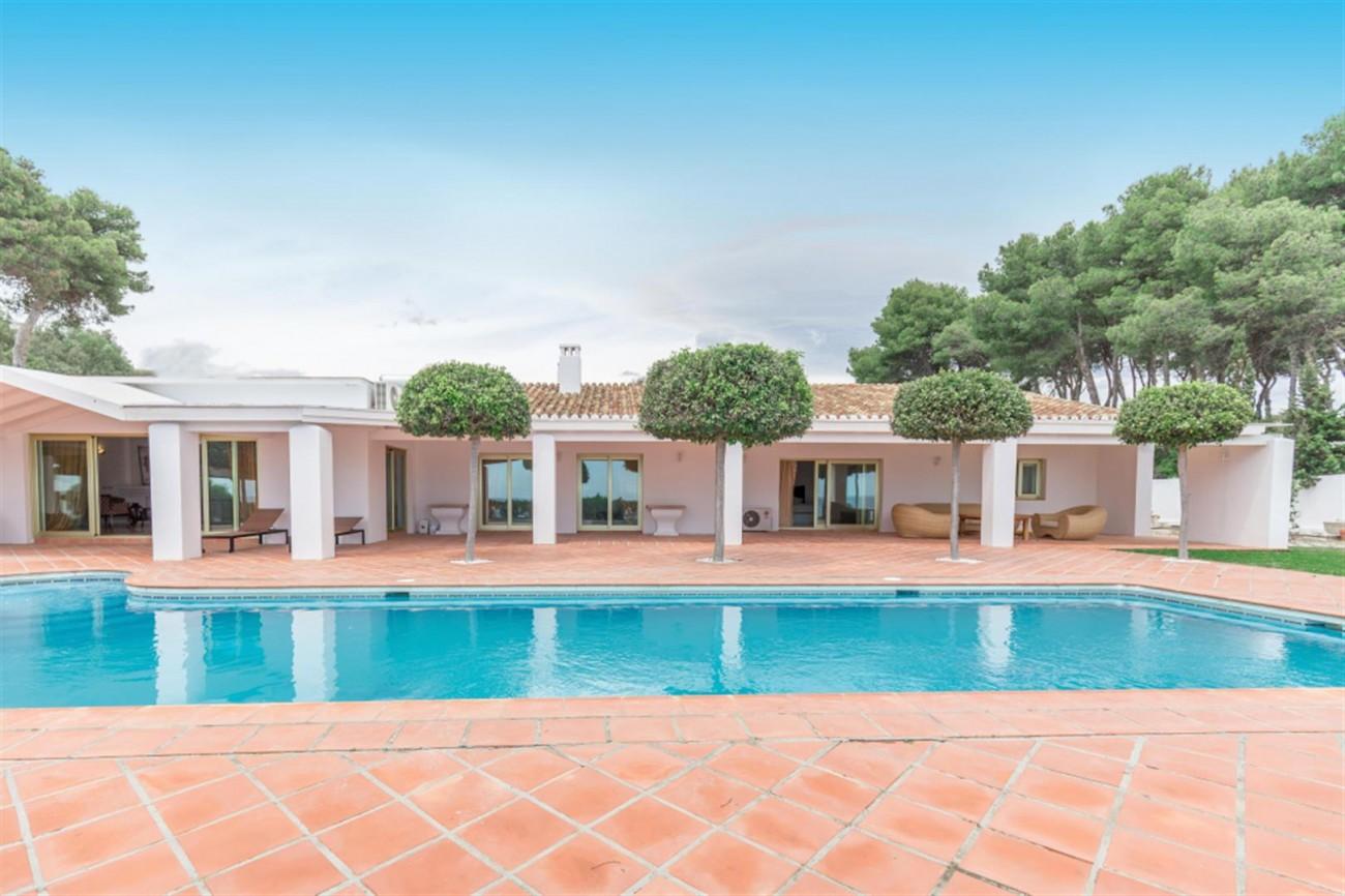 V5541 Frontline Beach Villa for sale Estepona (8) (Large)
