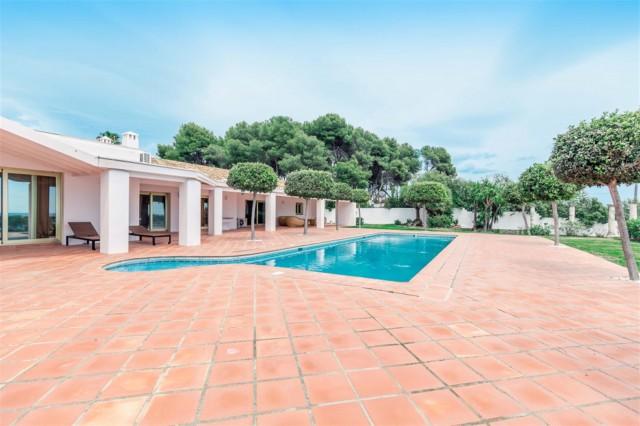 V5541 Frontline Beach Villa for sale Estepona (9) (Large)