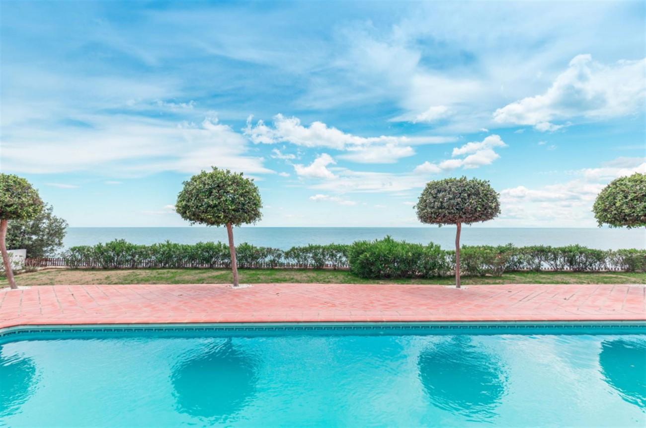 V5541 Frontline Beach Villa for sale Estepona (10) (Large)