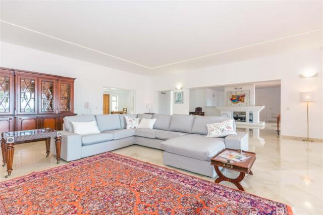 V5541 Frontline Beach Villa for sale Estepona (14) (Large)
