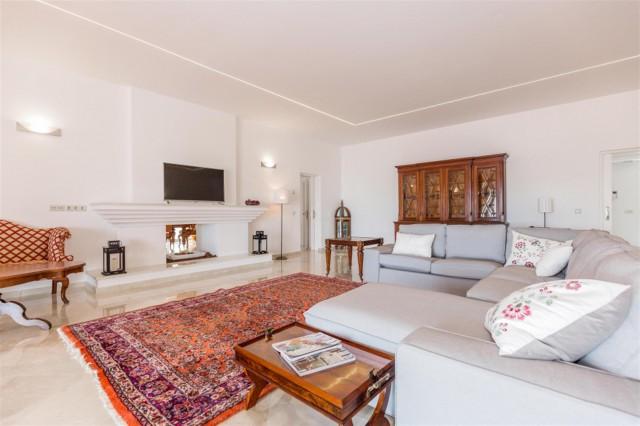 V5541 Frontline Beach Villa for sale Estepona (15) (Large)