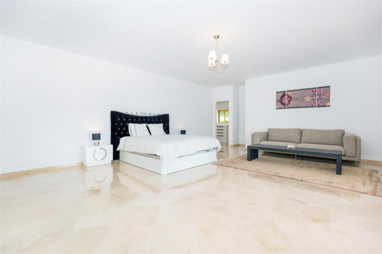 V5541 Frontline Beach Villa for sale Estepona (16) (Large)