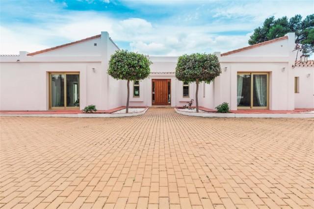 V5541 Frontline Beach Villa for sale Estepona (18) (Large)