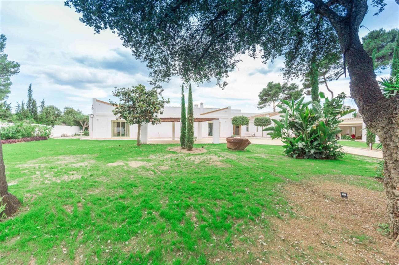 V5541 Frontline Beach Villa for sale Estepona (20) (Large)