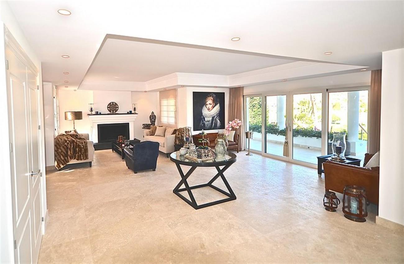 V5548 Luxury villa Nueva Andalucia 3 (Large)