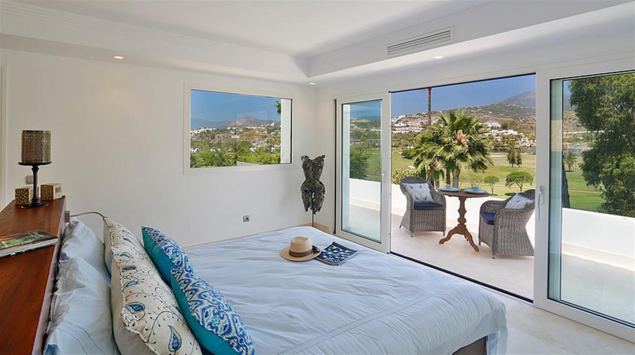 V5548 Luxury villa Nueva Andalucia 4 (Large)