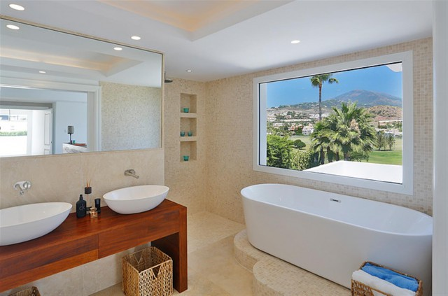 V5548 Luxury villa Nueva Andalucia 5 (Large)
