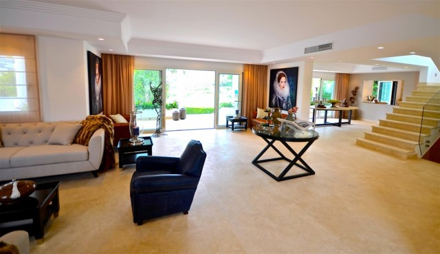 V5548 Luxury villa Nueva Andalucia 6 (Large)