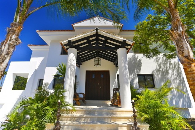 V5548 Luxury villa Nueva Andalucia 7 (Large)