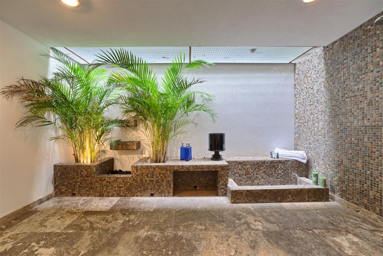 V5548 Luxury villa Nueva Andalucia 8 (Large)