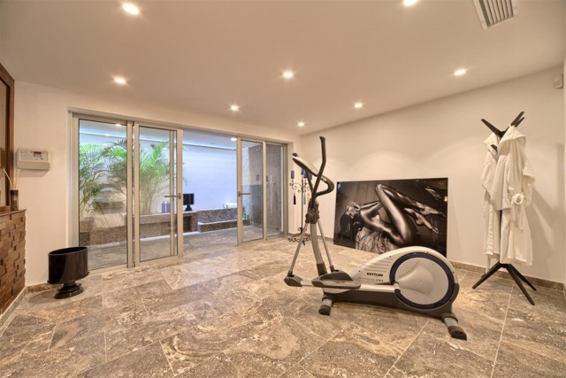 V5548 Luxury villa Nueva Andalucia 9 (Large)