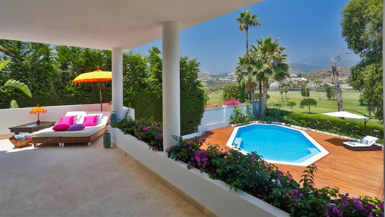 V5548 Luxury villa Nueva Andalucia 11 (Large)