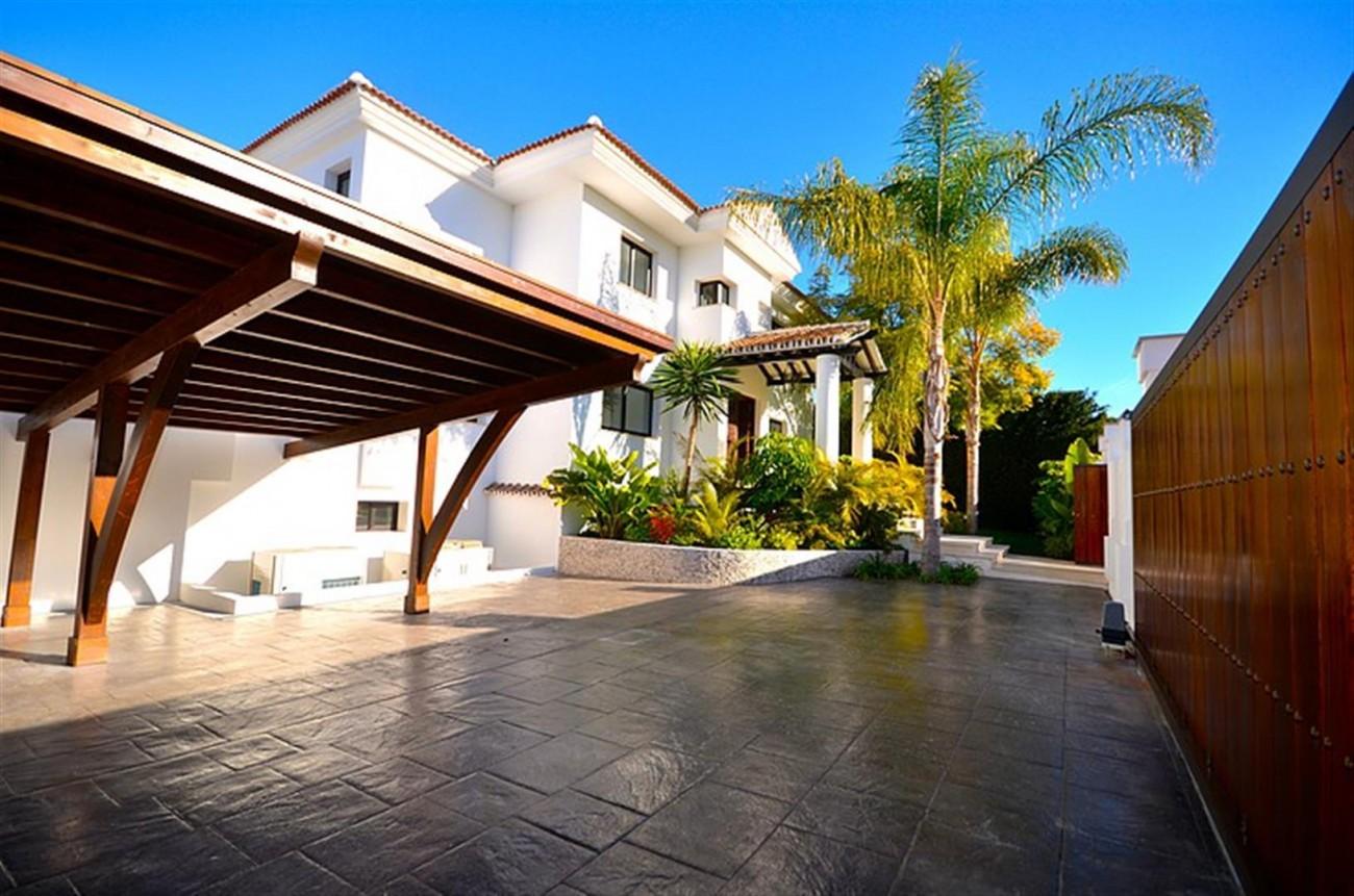 V5548 Luxury villa Nueva Andalucia 15 (Large)