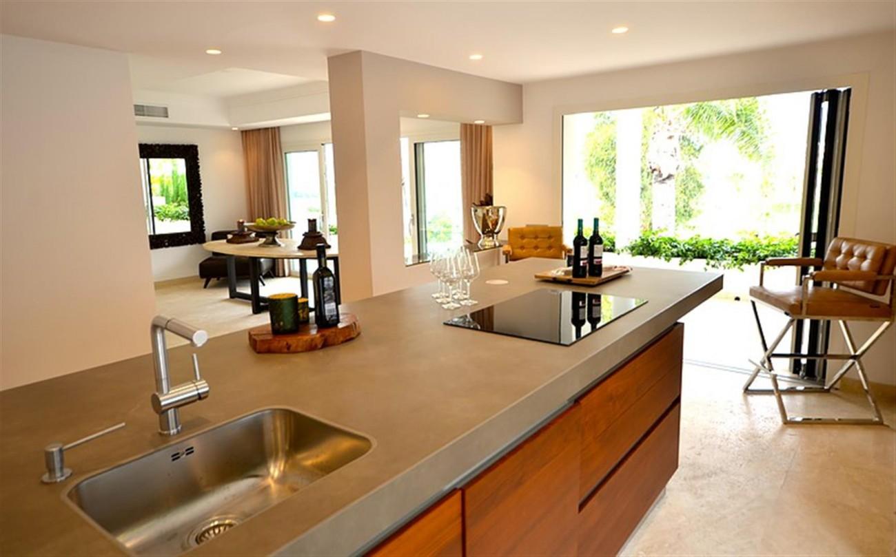 V5548 Luxury villa Nueva Andalucia 17 (Large)