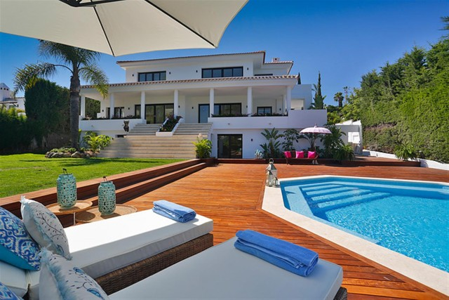 V5548 Luxury villa Nueva Andalucia 18 (Large)