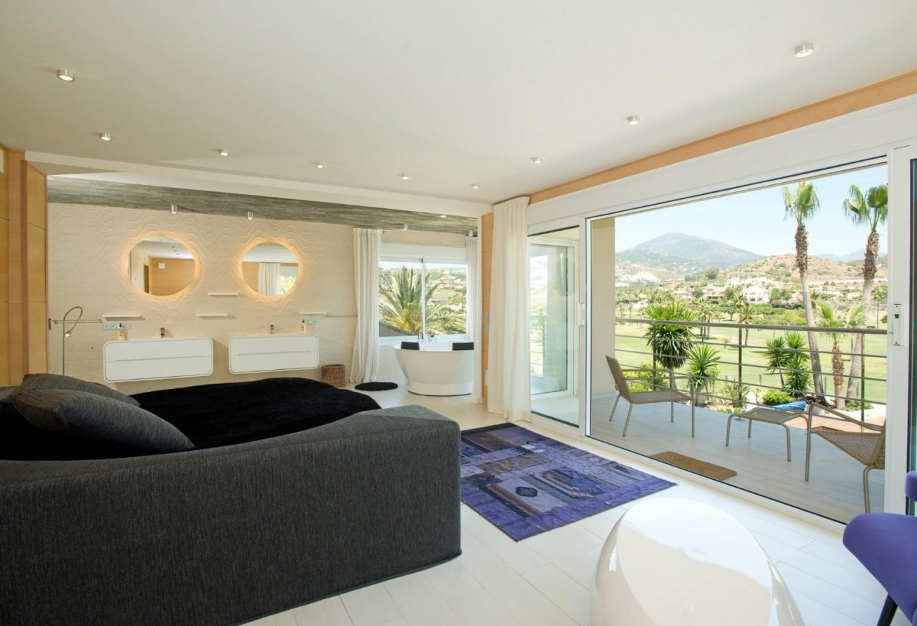 V5549 Frontline golf villa Nueva Andalucia 3 (Large)
