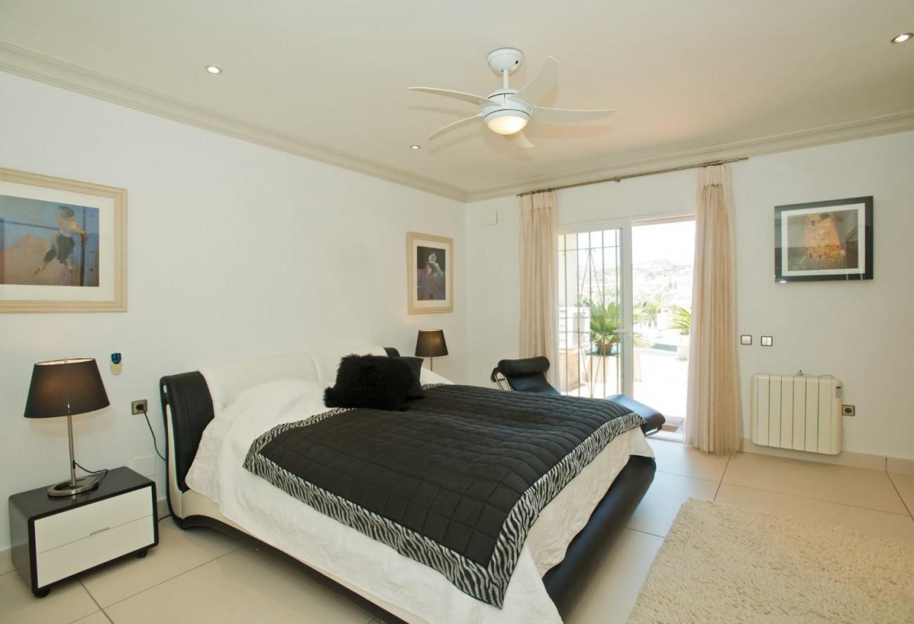 V5549 Frontline golf villa Nueva Andalucia 6 (Large)
