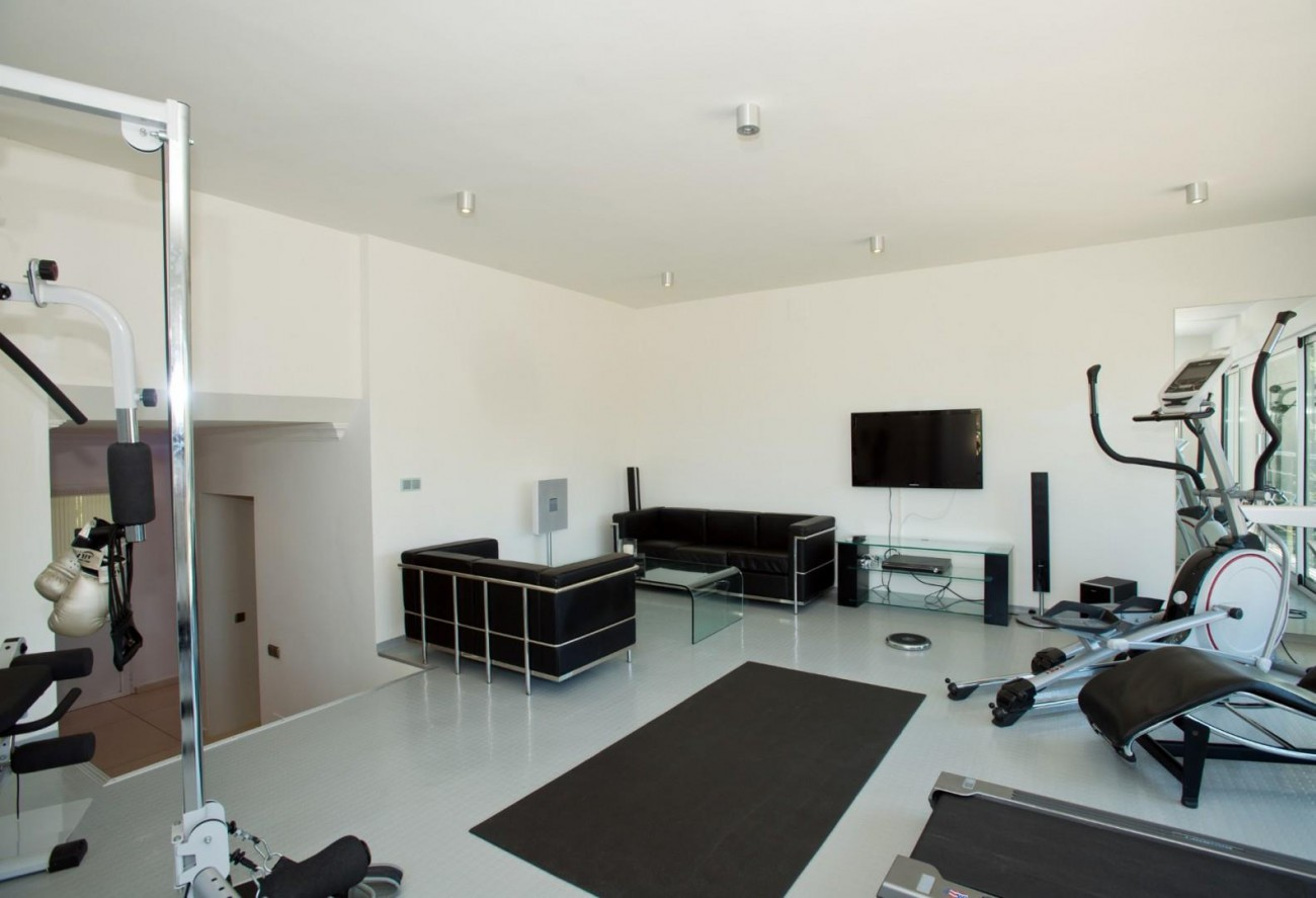 V5549 Frontline golf villa Nueva Andalucia 15 (Large)
