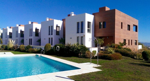 Townhouse for Sale - 645.000€ - Benahavís, Costa del Sol - Ref: 5550