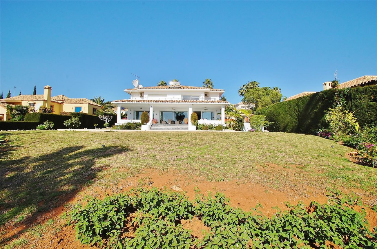 V5573 Frontline golf villa Nueva Andalucia 10 (Large)