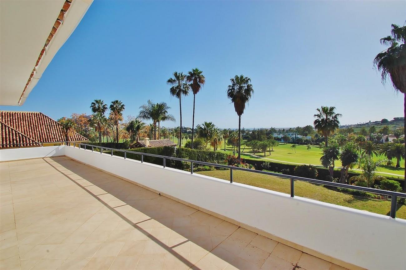 V5573 Frontline golf villa Nueva Andalucia 12 (Large)