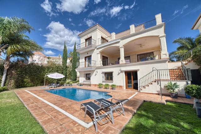 Villa for Sale - 1.450.000€ - La Alquería, Costa del Sol - Ref: 5577