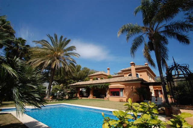 Villa for Sale - 3.900.000€ - Altos Reales, Costa del Sol - Ref: 5578
