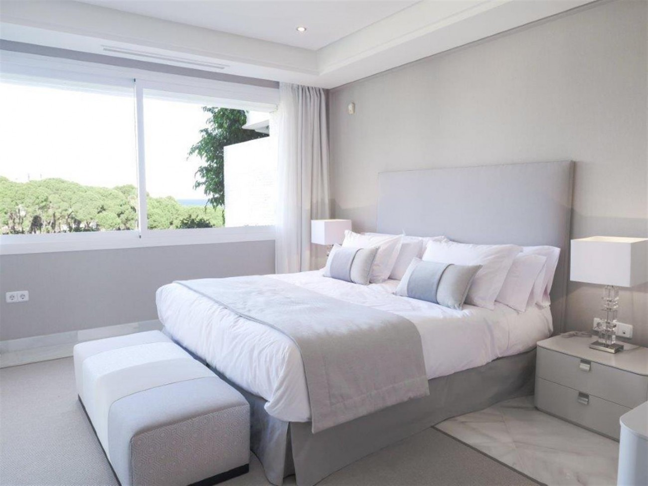 A5580 Frontline beach apartment Marbella 3 (Large)