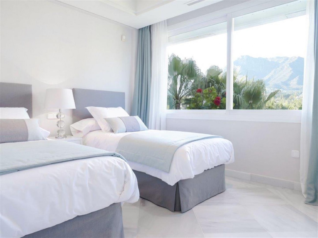 A5580 Frontline beach apartment Marbella 4 (Large)