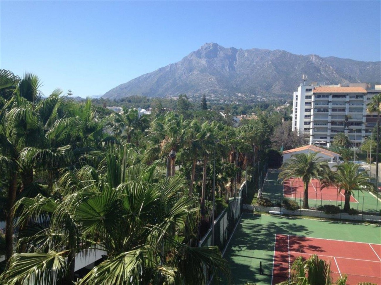 A5580 Frontline beach apartment Marbella 6 (Large)