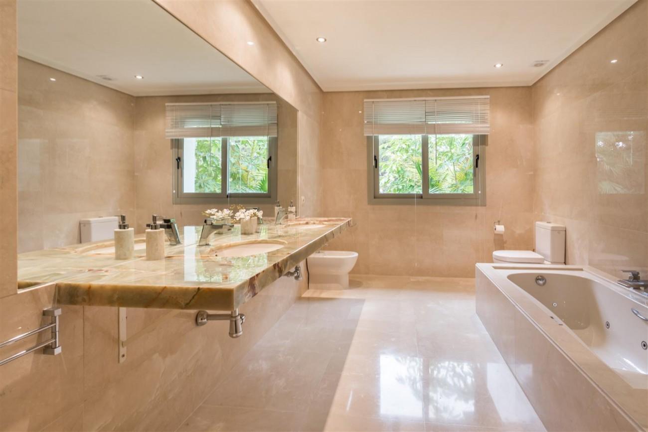 V5606 Luxury frontline golf villa Marbella 7 (Large)