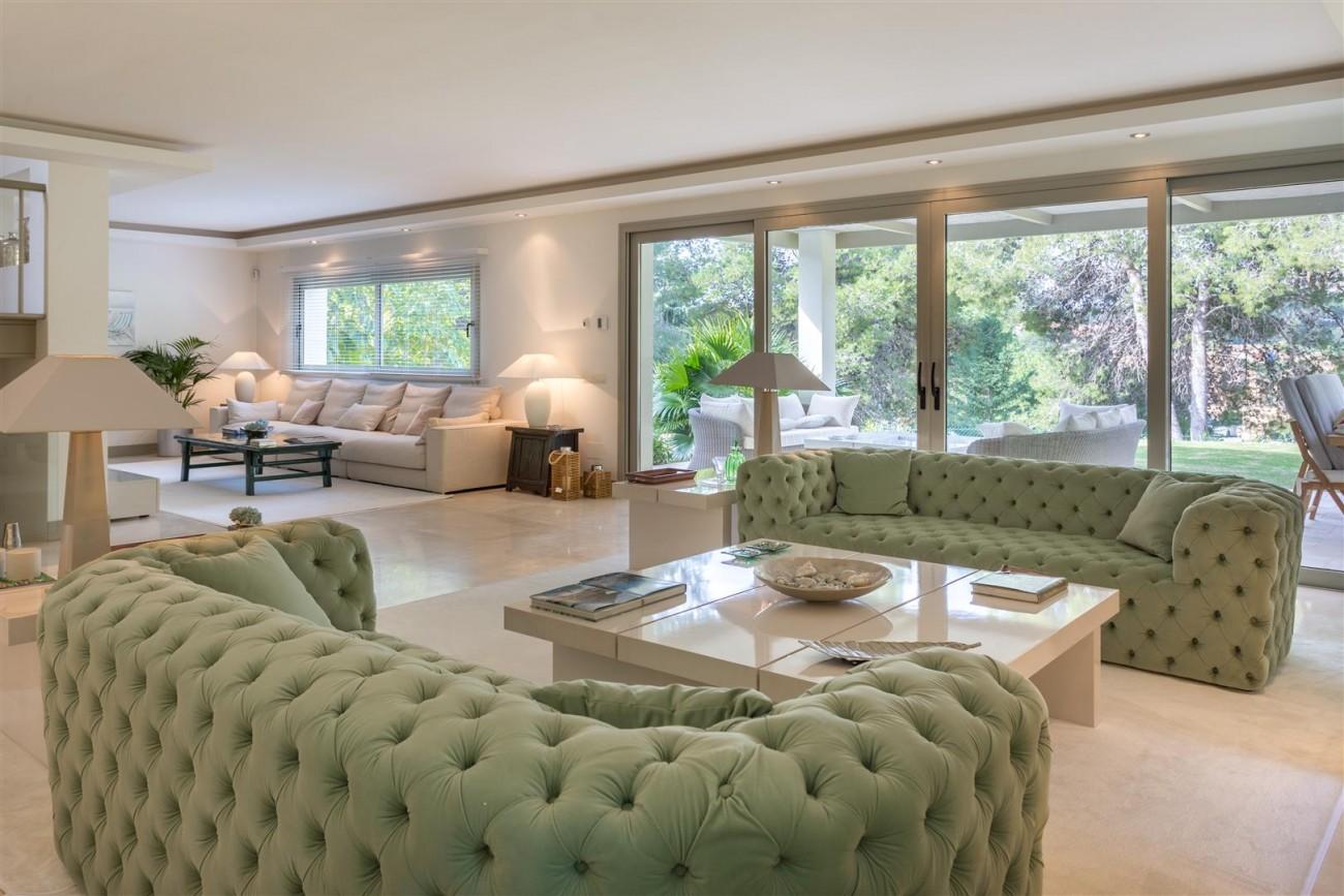 V5606 Luxury frontline golf villa Marbella 12 (Large)