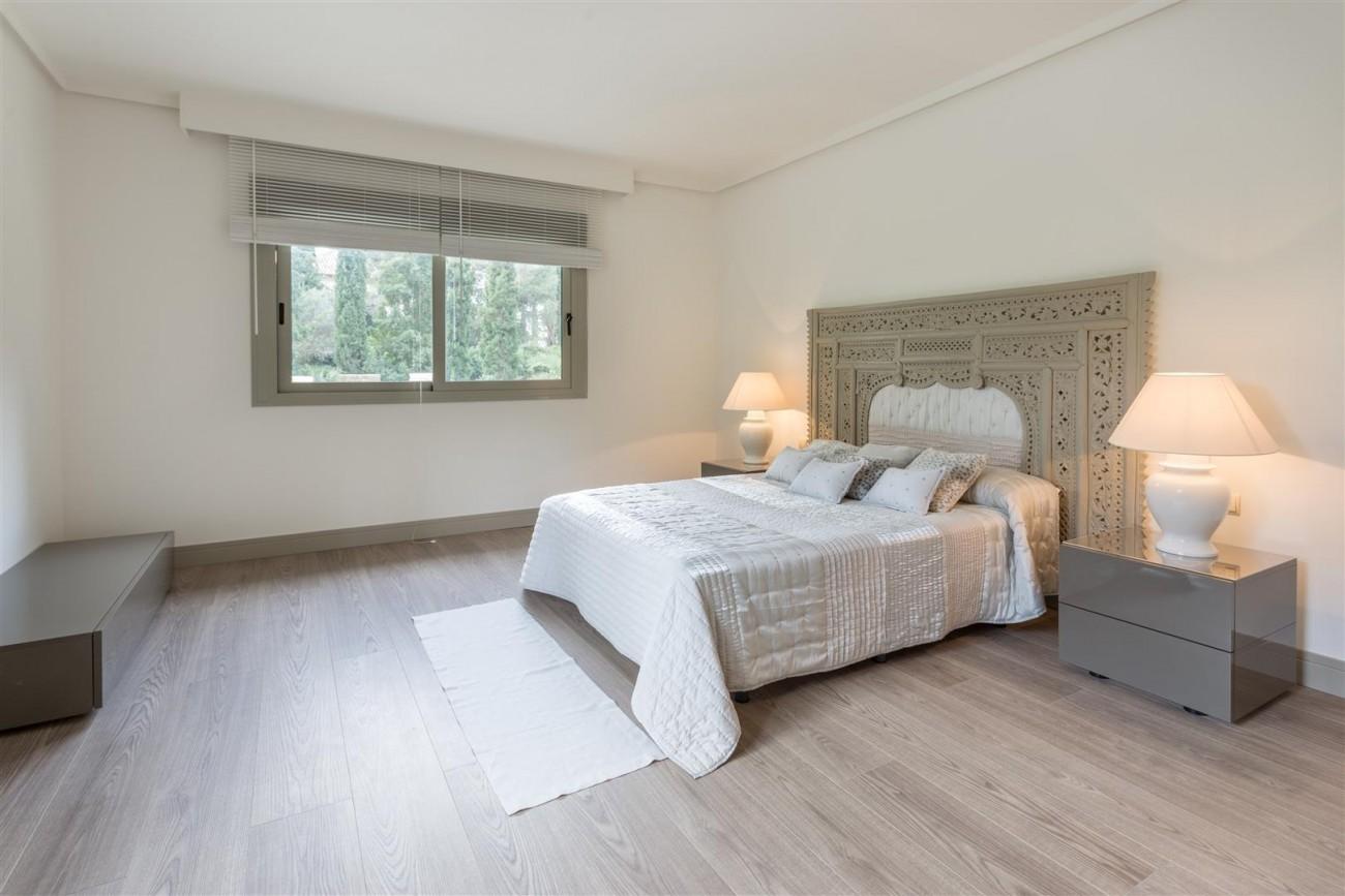 V5606 Luxury frontline golf villa Marbella 13 (Large)