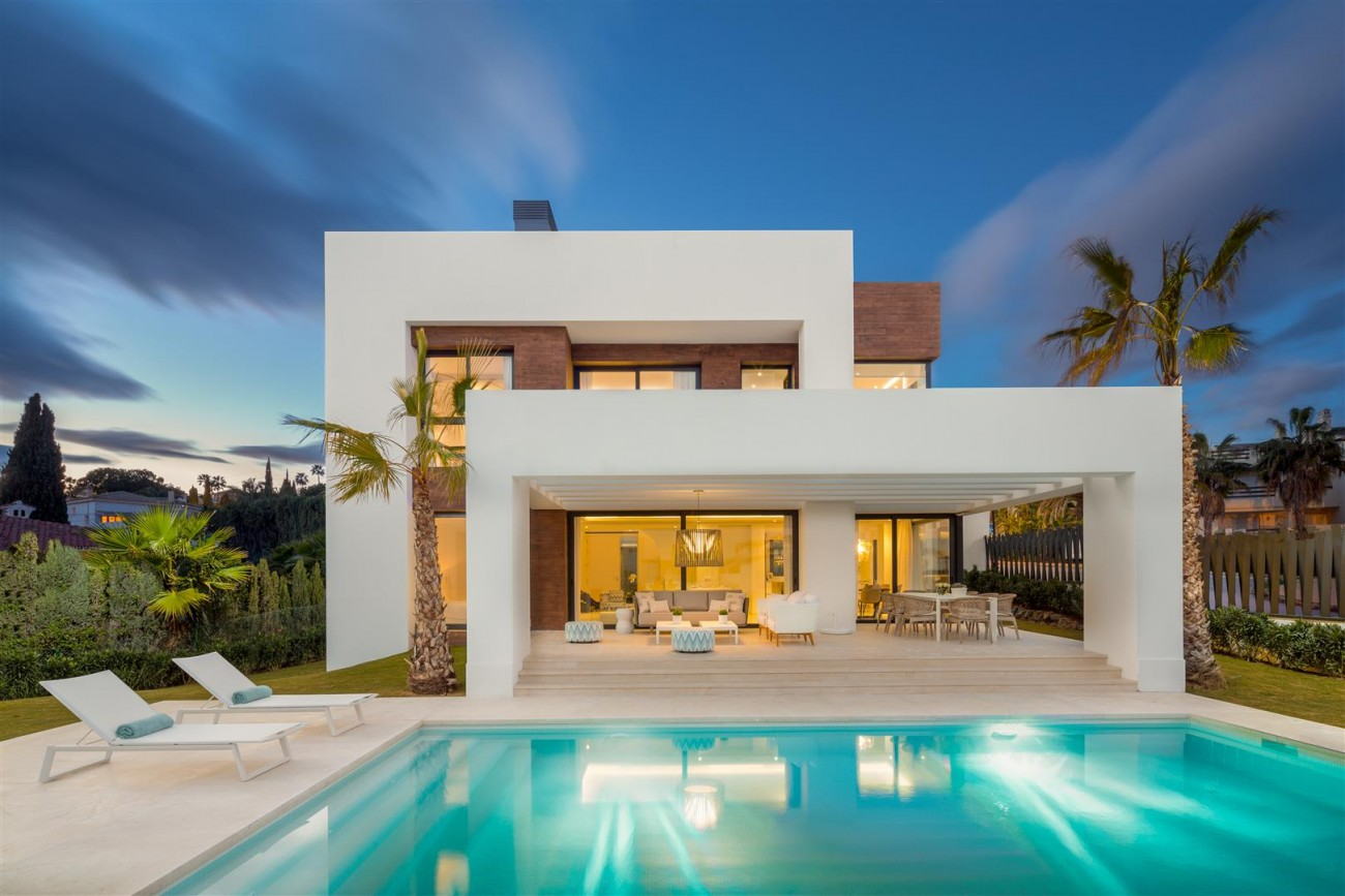 Modern Contemporary Villas for sale close to Puerto Banus Spain (18) (Large)