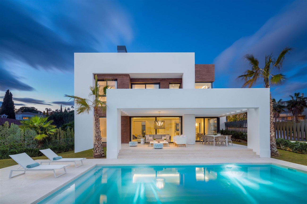 Modern Contemporary Villas for sale close to Puerto Banus Spain (17) (Large)