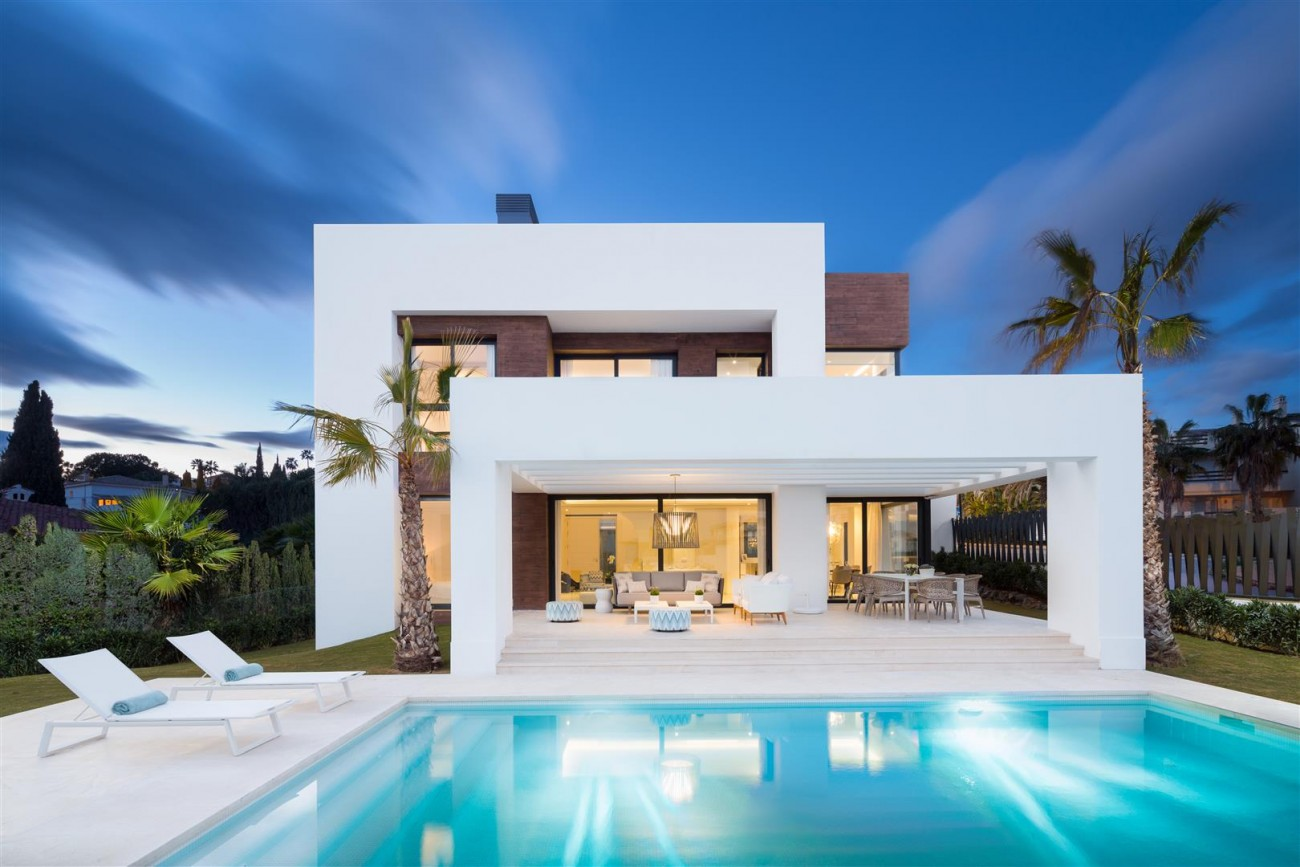 Modern Contemporary Villas for sale close to Puerto Banus Spain (16) (Large)
