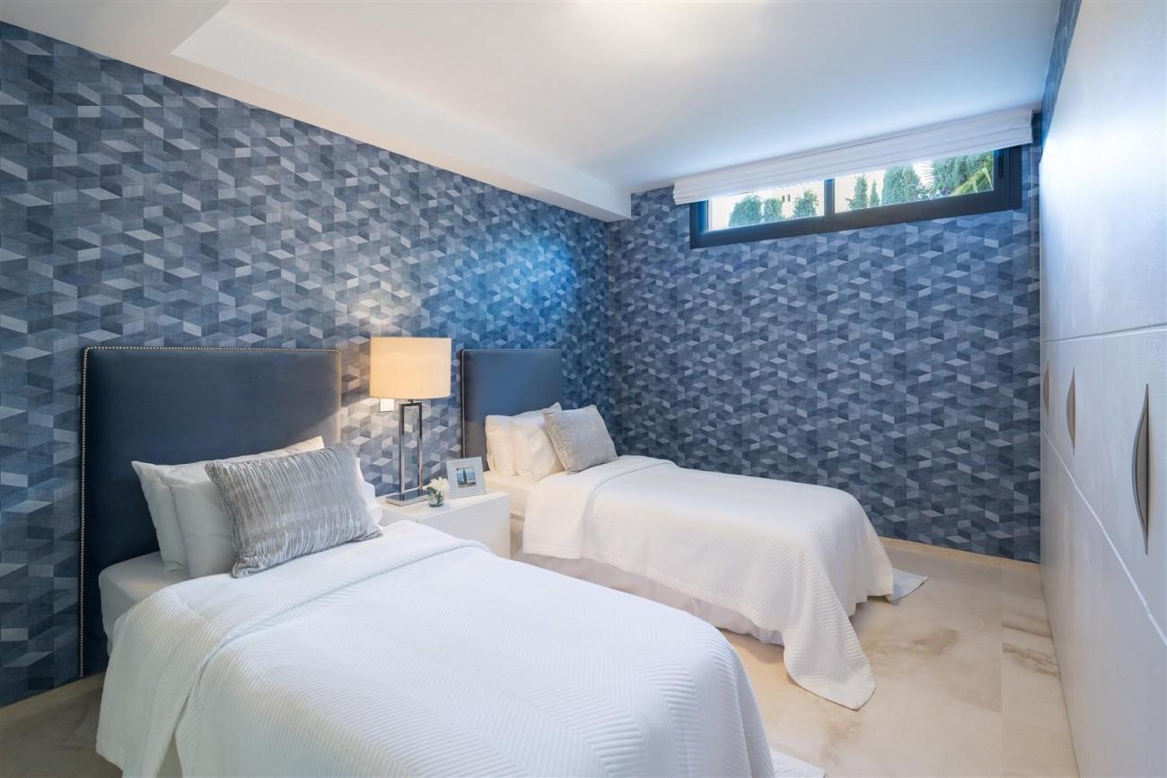 Modern Contemporary Villas for sale close to Puerto Banus Spain (15) (Large)