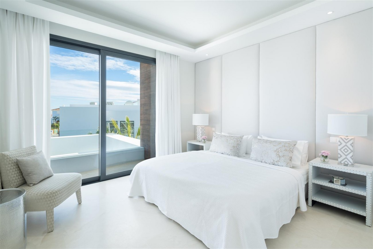 Modern Contemporary Villas for sale close to Puerto Banus Spain (14) (Large)